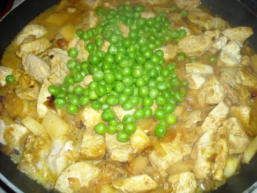 Curried Chicken with Apples and Raisins
